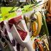 Balra a piros eperszeletelő, tőle jobbra a sárga a banánkarikázó