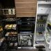 Beépített kamraszekrény, mosogatógép, hűtő. Ja, persze gépekkel együtt az ár már 25 millió