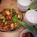 Saláta zöldségekkel és gyümölcsökkel egyszerre.
