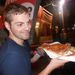 """A pizza kóstolása után is megmaradt a mosoly. Nyilván sokan ismerik az érzést: """"mindegy, csak kaja legyen""""."""