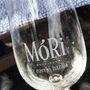 Mór 80 kilométerre fekszik Budapesttől, egyik fő bora az ezerjó, de vörösöket és könnyű fehéreket egyaránt készítenek az itteni borászok.