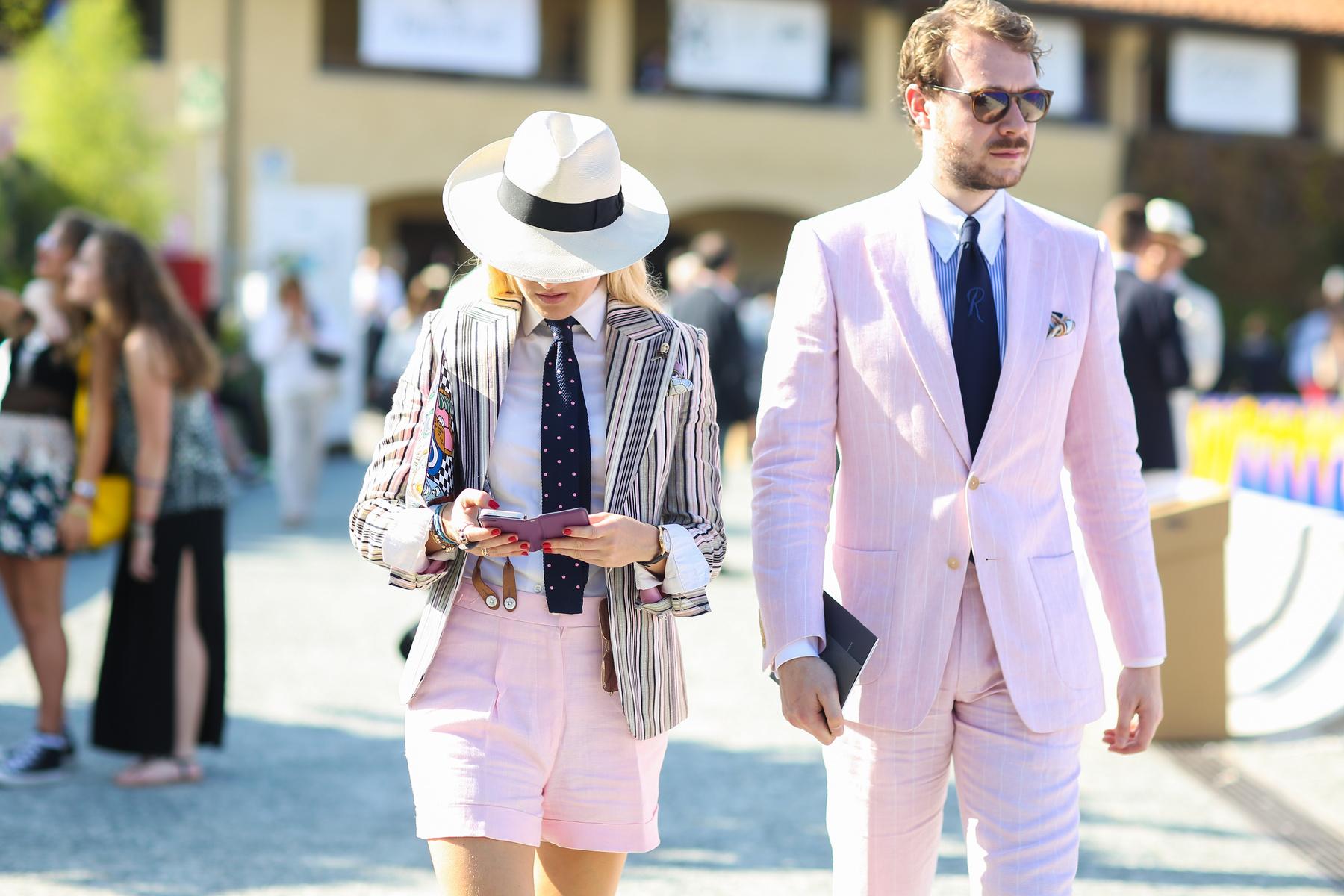 A nyári időjárás sem tartotta vissza a divatőrülteket a - sok esetben háromrészes - öltönyöktől.