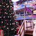 Duna Plaza: A rend kedvéért van egy termetes karácsonyfa is