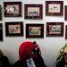 A Pap Judit által tervezett maszkok és a buja képek a falon
