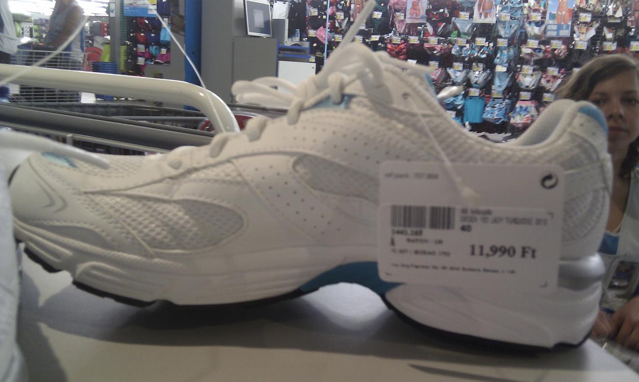 A Hervis szerint ez a Reebok cipő hihetetlen jó áron van. Szerintünk nem...