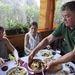 A gyümölcsöskert vendéglőben magyaros ételeket kapunk
