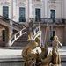 Díszkút a fertődi Esterházy-kastély udvarán