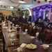Gyülekező az étteremben