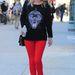 Nicky Hilton mégis mit akar egy ilyen feltűnő pulcsiban? Egyszerű, elegáns felső kell és punktum!