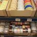 A Pirex 515  és 950 forintért árusítja a kötőzőket