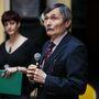 Dr. Gera István, a Magyar Fogorvosok Egyesület elnöke felhívta a figyelmet arra, hogy ha túl későn észlelik a problémát, a károsodás visszafordíthatatlan.
