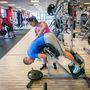 Hiperhajlítás: Edzés közben arra figyeljen, hogy ne homorítson túl, illetve az edzéséhez elég a saját testsúly is.