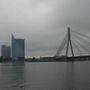 A lett fővárost a Daugava folyó osztja két részre. A belvárossal átellenben modern épületeket húztak fel.