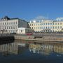 A Finn-öböl túlpartján ott van Helsinki, amely élő kapcsolatban van a tengerrel.
