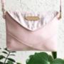 Javarészt ilyen világosrózsaszín táskákat lehet most találni a Zoe Phobic kollekcióban.