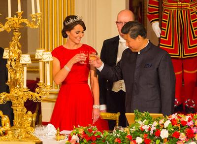 Katalin hercegné 2015 októberében viselte a Lótuszvirág tiarát a Buckingham-palotában.