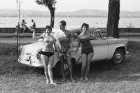 1965-ban és környékén az autóval pózolás bevett gyakorlat volt.