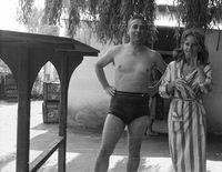 Ó, igen, ilyen csíkos fürdőköpennyel azért még a nyolcvanas években is lehetet találkozni a strandokon. (1961, Bükkszék)
