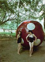 Vajon mi lehetett ennek az óriás pöttyös labdának a funkciója? Büfé? (1958, Harkány)