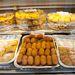 nagyon finom baklavát. A piac olcsóbb felén bőven van törökös-arabos édesség