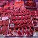 Bárány és borjú. Szép húsok, az osso buccohoz való borjúlábszár éppen akciós volt, kilója 10 euró.