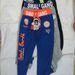 Play back T-806 gyermek szabadidő nadrág. A termék nem felel meg a termékbiztonsági követelményeknek. A termék rendeltetésszerű használatakor a nadrág derekában lévő rögzítetlen összehúzó-szalag játék vagy utazás közben beakadhat, a gyermeket magával ránthatja, ezért az balesetveszélyes. Figyelembe véve a gyermekek szokásos viselkedését, a termék előre látható használata során fennáll a balesetveszély súlyos kockázata.