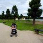 A moritzburgi park, ahol képtelenség a fűre telepedni.