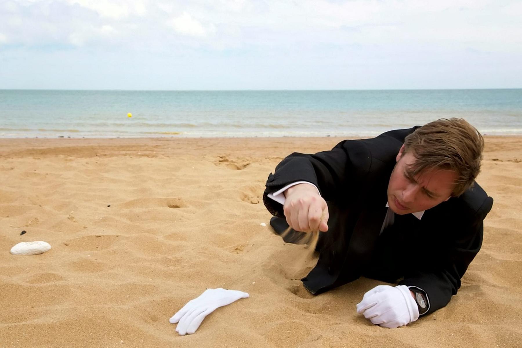 A homokozó inast jelenleg csak az Ibiza szigetén nyaraló szülők vehetik igénybe, de az utazási iroda tervei szerint az Egyesült Királyság, Spanyolország, Franciaország, Olaszország és Görögország partjaira is kiterjesztik majd a költséges VIP szolgáltatásukat.