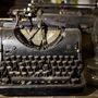 A tulaj semmit nem tud a leharcolt írógépről, beszállítói hálózattal dolgozik