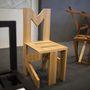 Vidó Nóri építészből lett tervező. Mifike, Twiggy, Corkscrew székei a geometriára épülnek.