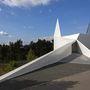Állítólag az autópályát és annak útjelző rendszerét kívánta szimbolizálni a frankfurti építész stúdió.