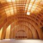 A belső tér laminált fából készült.