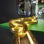 Egy aranylánc és egy diszkógömb szerelemgyereke óriásméretben