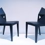 Két tipikus olyan szék, ami első pillantásra nagyon kényelmetlennek néz ki, de ha beleül az ember, meglepő, hogy mennyire nem az