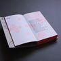 A Szépművészeti Múzeum kiadásában megjelent kötetet, mely egy hiánypótló múzeumszakmai sorozat első része ebben a díjazott, fekete-fehér formában és duplexnyomtatással az EPC Nyomda budaörsi nyomdájában kötötték.