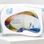 A Pécsi Művészeti Szakközépiskolában alkalmazott grafika szakon, majd a soproni Nyugat-Magyarországi Egyetem Alkalmazott Művészeti Intézetében formatervezőként végzett Somogyi ezúttal Weöres Sándor ABC-s könyvéből készítette el második pop-up könyvét.