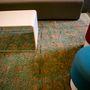 Asztalk puffokkal, direkt irodákba tervezve