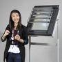 Hyunjeong Kim nyerte meg a pályázatot. A Vastartalmú folyadék és a mágnes kölcsönhatásaként jön létre a sötétítő funkció.