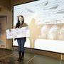 A nyertes Hyunjeong Kim, és 6000 eurós nyereménye,