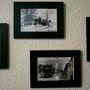 A fekete-fehér látványvilág a falon is megjelenik