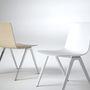 Az A-széknek keresztelt székek szerintünk túl sok izgalmat nem hordoznak, de a zsűri szerint igen. A székek egymásba tehetőek, rendelhetőek párnával és karfával mindenféle színben.