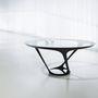 Ora-ïto desginercég tervezte meg ezt az asztalt, melynek kecsességét, zseniális formáját és egyszerűségét díjazta a zsűri.
