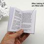 Persze a hatásvadász project jóval egyszerűbb, mint az elsőre gondolnánk, ugyanis könyvet egy hőre megjelenő láthatatlan tintával készítették el.