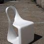 """"""" Körülbelül öt évvel ezelőtt készítettem ezt a Möbius-széket, egy dróthálóból készült makett, üvegszál és műgyanta segítségével."""