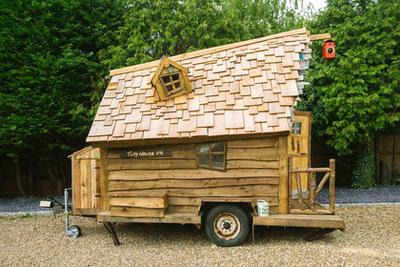 Szintén döntős ez a szép megmunkálású faház.