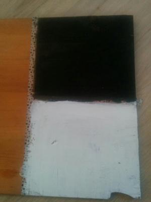 A végeredmény. Egy összegyűrt konyhai papírtörlővel dörgöltem át, hogy megnézzem mennyire jön le könnyen a festék. Nem vészes.