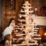 A sussex-i székhelyű márka, a Timba Tree könnyen összeszerelhető, skandináv stílusban elkészített karácsonyfája nemcsak a nappali, de az étkező, az előszoba vagy akár a kert központi elemévé is válhat. A mécses tartóval felszerelt fák mérettől függően 159-229 fontba, azaz 70.270-101.215 forintba kerülnek a márkánál.