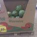Íme a legolcsóbb görögdinnye, 189 forintos áron. Még jó, hogy nem a legdrágább dinnye ára van a mérlegben...