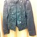 GigaTuri: Nem kellett sokat bolyongani, hogy megtaláljuk ezt a kabátot. (Mű)bőrből van, kicsit katonai, tökéletes. Ár: 2990 Ft