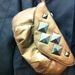 GigaTuri: Szegecses táska is akad. Ár: 900 Ft